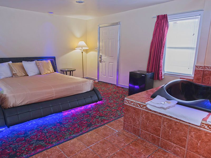 Deluxe Suite, 1 King Bed, Hot Tub